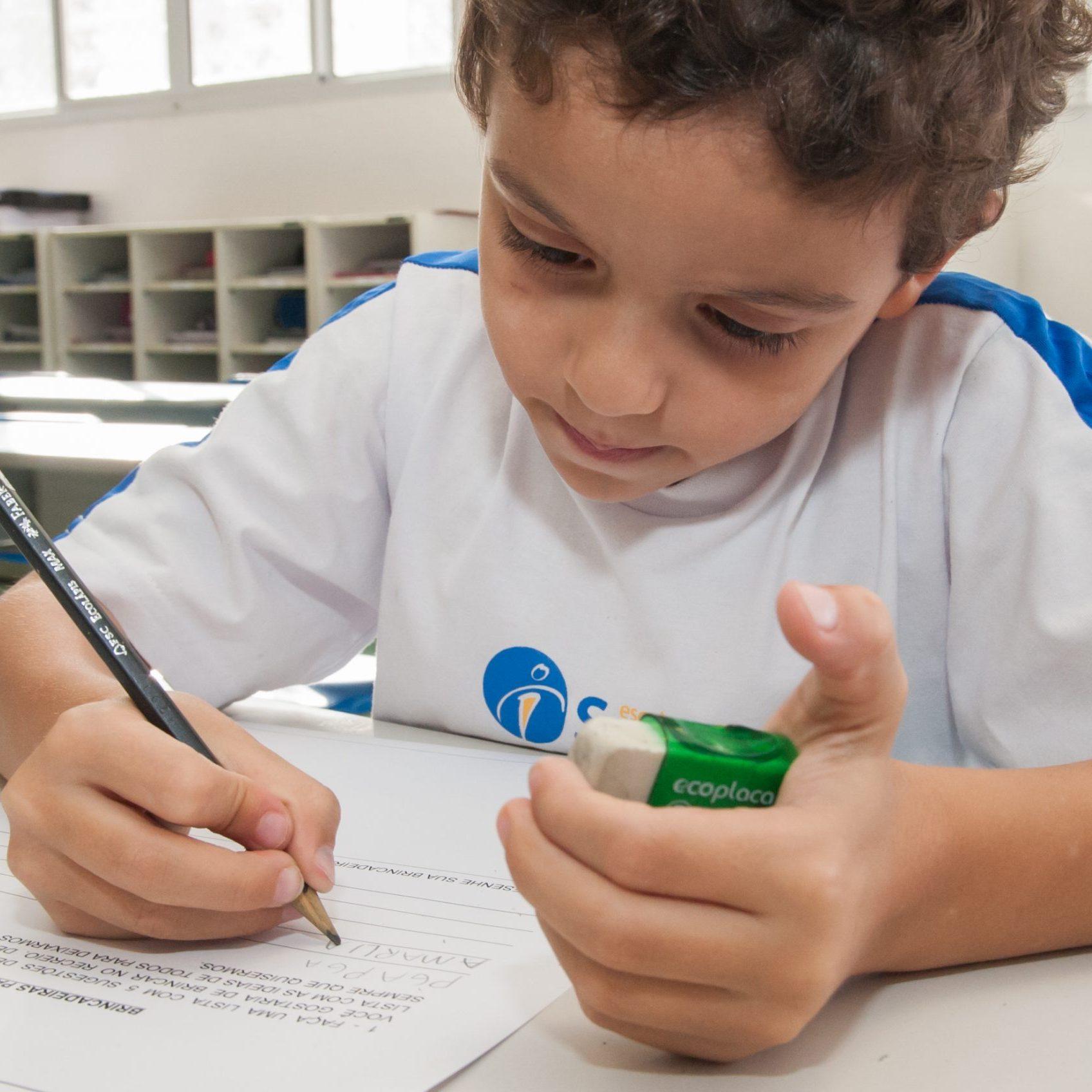 Por Que Continuar Estimulando As Crianças A Escreverem à Mão?